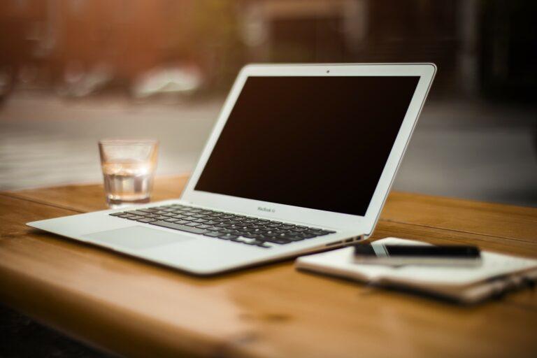 Cum protejezi displayul si restul laptopului de accidente